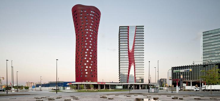 """""""El Hotel Santos Porta Fira en Barcelona fue un proyecto del arquitecto japonés Toyo Ito, en colaboración del prestigioso arquitecto español Fermín Vázquez.""""  Hotel Porta Fira, la joya roja de Toyo Ito FOTO 2"""