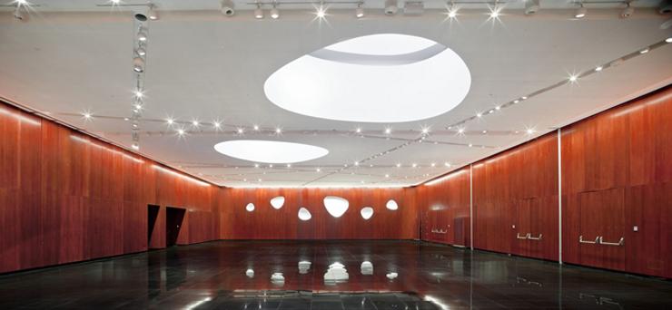 """""""El Hotel Santos Porta Fira en Barcelona fue un proyecto del arquitecto japonés Toyo Ito, en colaboración del prestigioso arquitecto español Fermín Vázquez.""""  Hotel Porta Fira, la joya roja de Toyo Ito FOTO 6"""