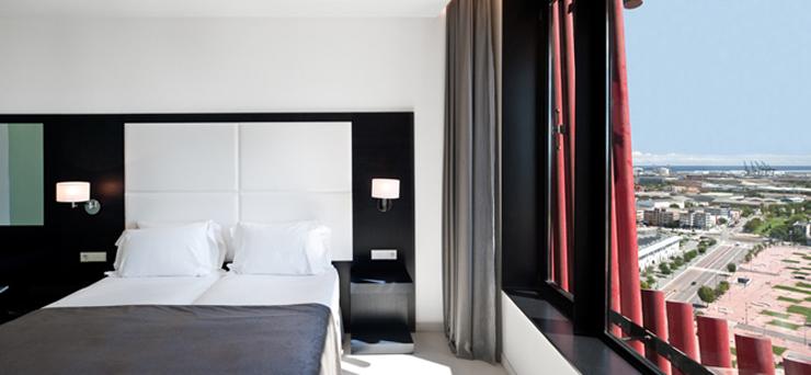 """""""El Hotel Santos Porta Fira en Barcelona fue un proyecto del arquitecto japonés Toyo Ito, en colaboración del prestigioso arquitecto español Fermín Vázquez.""""  Hotel Porta Fira, la joya roja de Toyo Ito FOTO 7"""