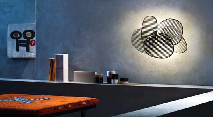 """""""La lámpara de pared o aplique Nuage, del diseñador italiano Philippe Nigro se inspira idealmente en el Optical Art, movimiento artístico de vanguardia de la década de los sesenta.""""  Philippe Nigro, Lámpara de pared Nuage Foto 114"""