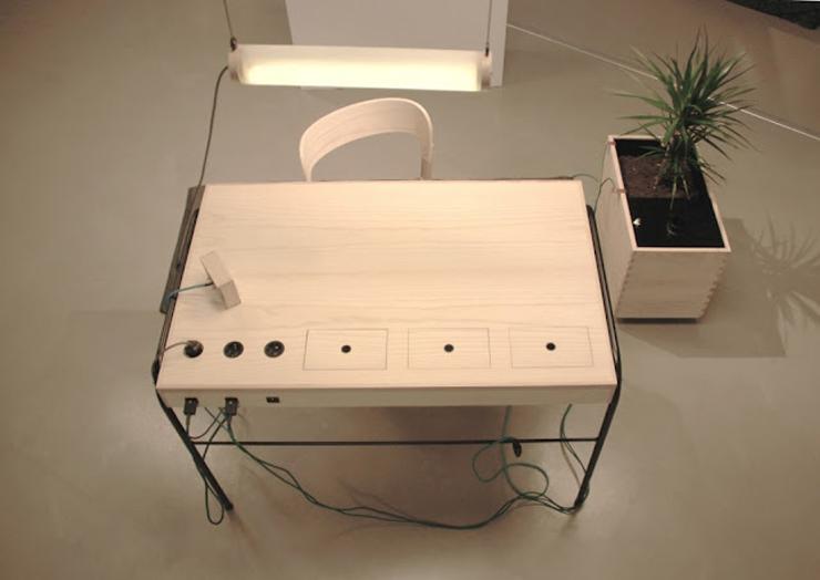 """""""La estación de trabajo Unplugged, creada por el diseñador Eddi Törnberg, busca y examina la posibilidad de trasladar el diseño y la producción de energía sostenible.""""  Eddi Törnberg, Escritorio Unplugged Foto 118"""