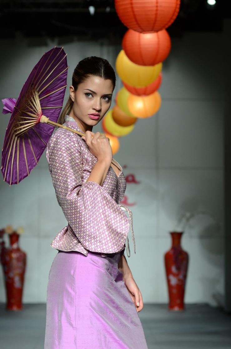 """""""Ante la inminente crisis económica en Estados Unidos y Europa, Asia se presenta como el gran salvador de la moda, convirtiéndose en la tierra prometida para diseñadores y marcas de lujo.""""  Asia, salvador de la moda Foto 223"""