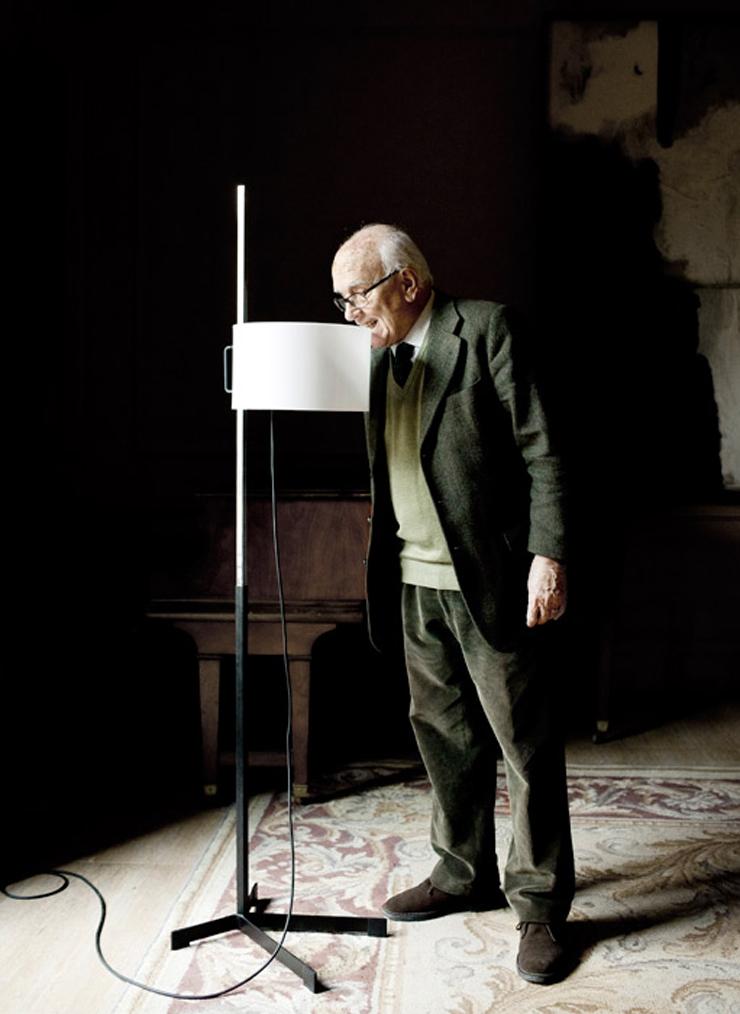 """""""La lámpara TMC es uno de los diseños más famosos del renombrado diseñador industrial español Miguel Milá.""""  Santa & Cole, Lámpara TMC Foto 25"""
