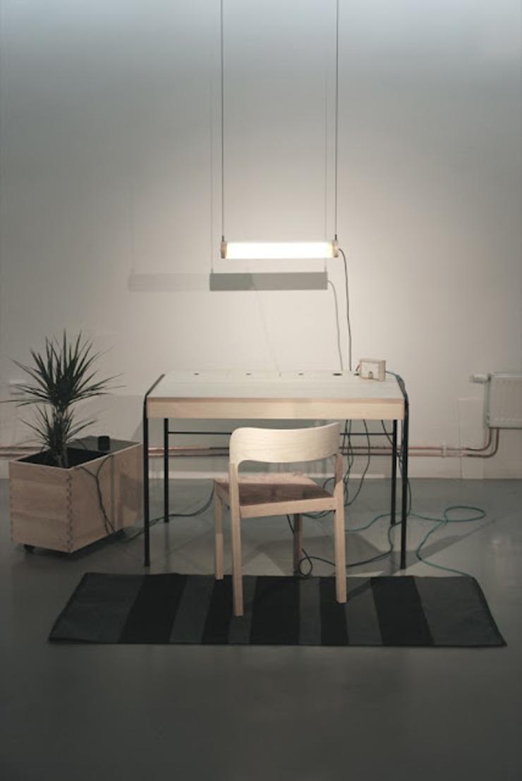 """""""La estación de trabajo Unplugged, creada por el diseñador Eddi Törnberg, busca y examina la posibilidad de trasladar el diseño y la producción de energía sostenible.""""  Eddi Törnberg, Escritorio Unplugged Foto 418"""