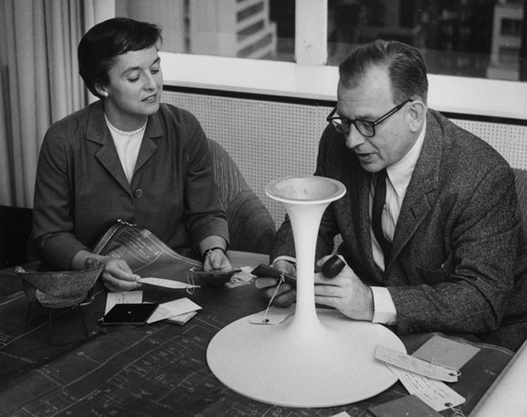 """""""La mesa Tulip, creada por Eero Saarinn es elaborada haciendo uso uso de la madera laminada y del plástico."""" Mesa Tulip, la armonía de un tulipán Foto 42"""