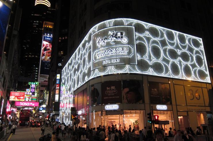 """""""Ante la inminente crisis económica en Estados Unidos y Europa, Asia se presenta como el gran salvador de la moda, convirtiéndose en la tierra prometida para diseñadores y marcas de lujo.""""  Asia, salvador de la moda Foto 426"""