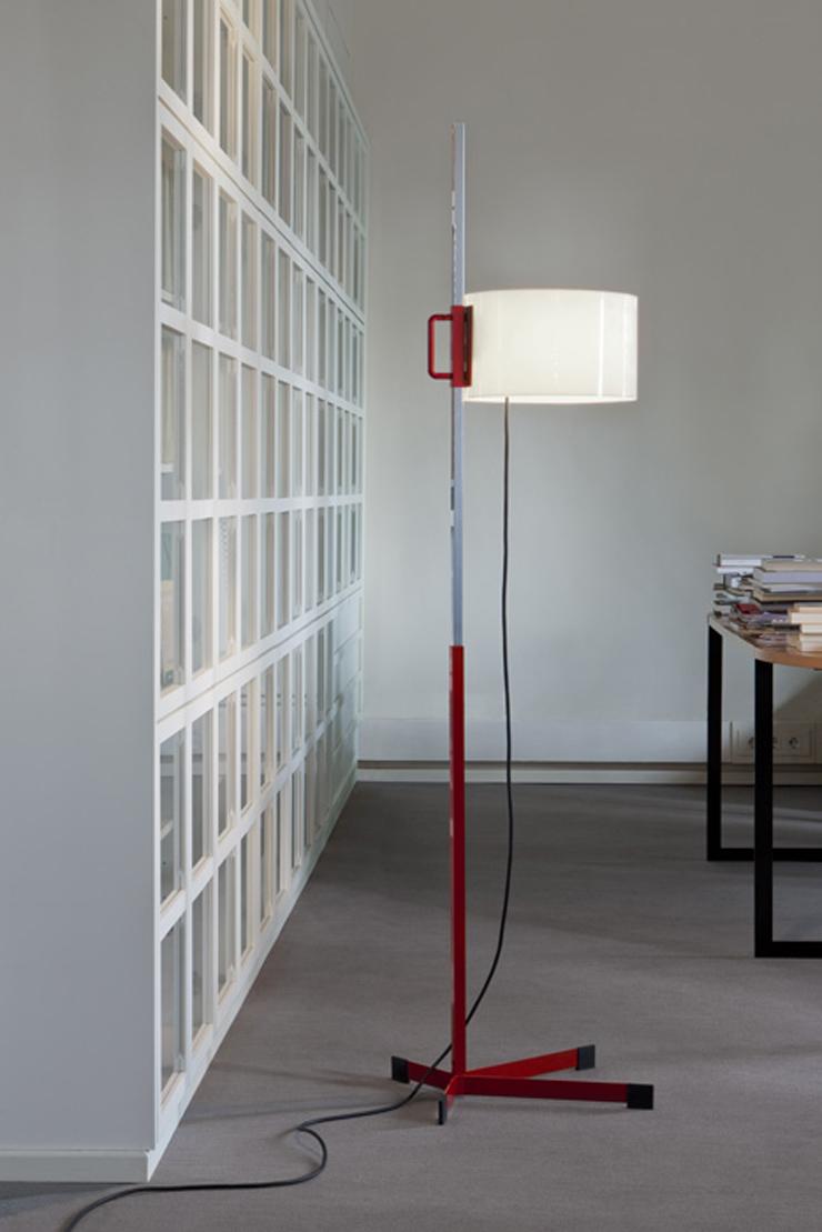 """""""La lámpara TMC es uno de los diseños más famosos del renombrado diseñador industrial español Miguel Milá.""""  Santa & Cole, Lámpara TMC Foto 51"""