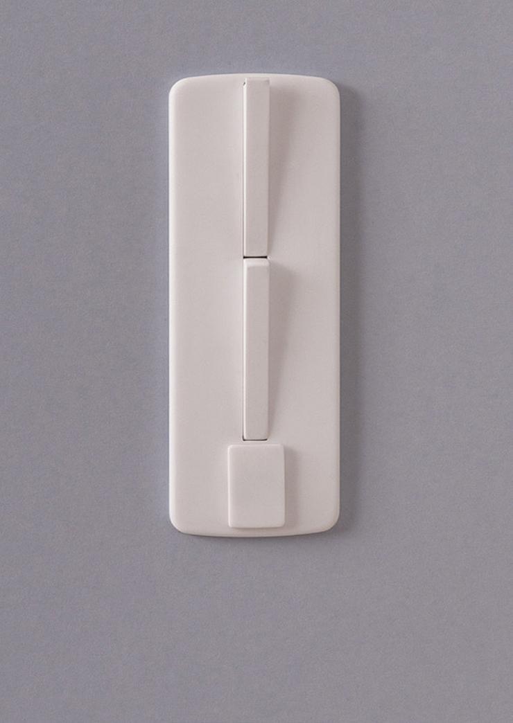 """""""La diseñadora industrial francesa, Inga Sempé, ha creado una serie de interruptores eléctricos para la marca Legrand, que se destaca por la producción de estos equipos eléctricos nunca de manera convencional.""""  Inga Sempé, Legrand  Foto 118"""
