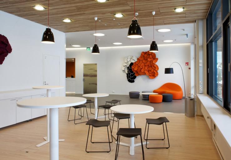 """""""La empresa valenciana Viccarbe. Uno de sus más recientes proyectos ha sido el espacio de descanso en las oficinas de Microsoft en Finlandia."""" Viccarbe, Oficinas de Microsoft Foto 122"""