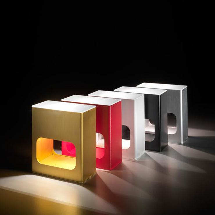 """""""Con una estética urbana y contemporánea, la lámpara Note se inspira en los elegantes ambientes nocturnos en los que los aromas de la bossanova y el jazz se enfatizan con los cócktails, proporcionando al espacio una seductora atmósfera de confort.""""  Alma Light, Note Foto 125"""