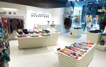 """""""El interior de la nueva tienda de Custo Barcelona en Londres, soñado por el estudio de Barcelona Dear Design, fue inspirado en el Mediterráneo – una idea inextricablemente vinculada a las origénes de Custo Barcelona.""""  Custo Barcelona – Moda y Estilos de Vida – Decorar una Casa Foto 14 347x220"""