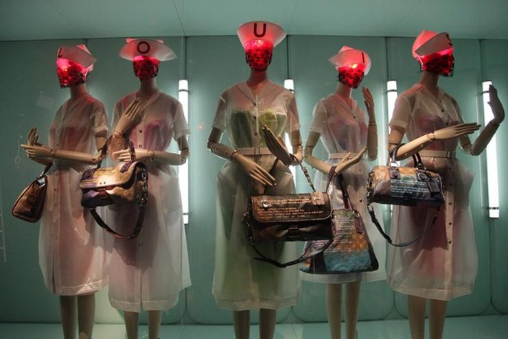 """""""Pocos diseñadores han sabido interpretar tan bien el espíritu de una marca como Marc Jacobs para Louis Vuitton.""""  Marc Jacobs, Louis Vuitton Foto 2"""
