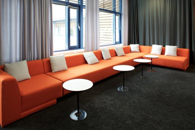 """""""La empresa valenciana Viccarbe. Uno de sus más recientes proyectos ha sido el espacio de descanso en las oficinas de Microsoft en Finlandia."""" Viccarbe, Oficinas de Microsoft Foto 221"""