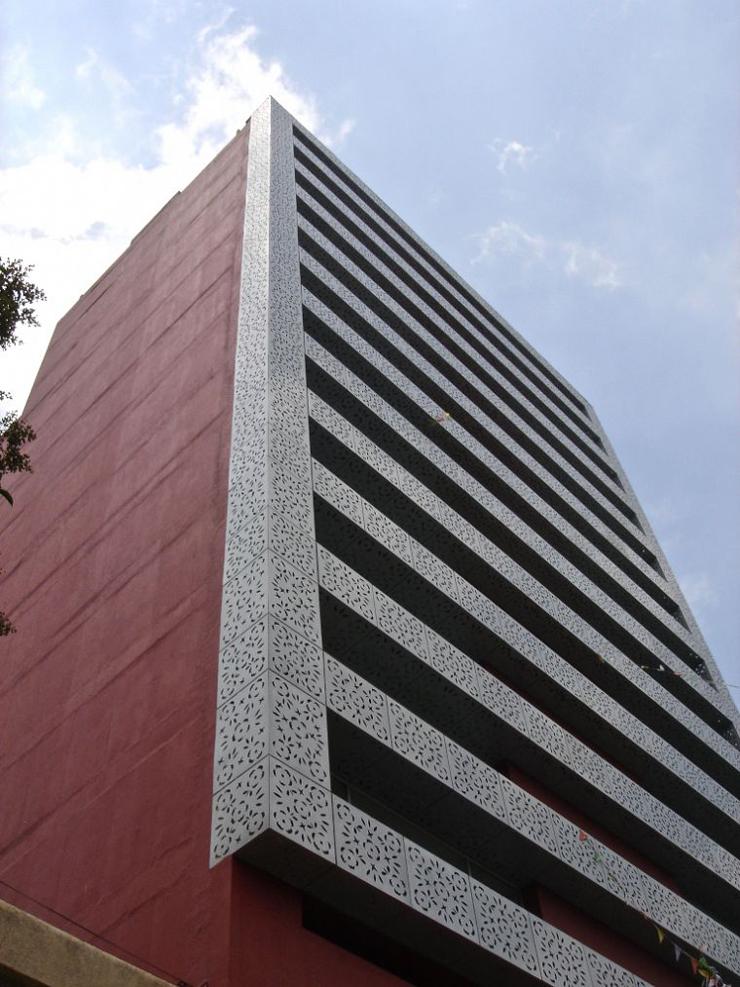 """""""El proyecto consistió en la remodelación de un edificio de oficinas construido en 1981, para ser convertido en un edificio habitacional con 23 departamentos.""""  Edificio Liverpool, México Foto 24"""