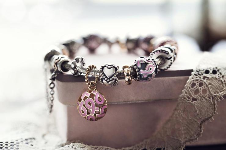 """""""Pandora, firma danesa con más de 25 años de historia, es joyería de alta calidad elaborada de forma artesanal con materiales genuinos como el oro, la plata de ley y las piedras semipreciosas."""" Joyería Pandora Foto 27"""