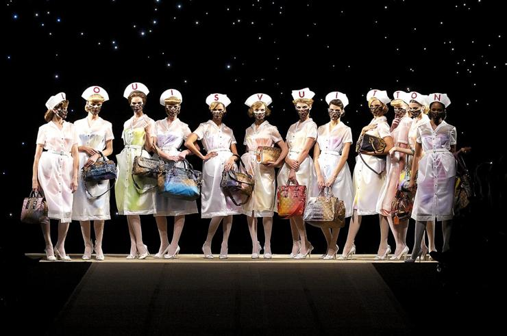 """""""Pocos diseñadores han sabido interpretar tan bien el espíritu de una marca como Marc Jacobs para Louis Vuitton.""""  Marc Jacobs, Louis Vuitton Foto 3"""