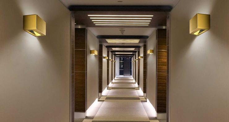 """""""Con una estética urbana y contemporánea, la lámpara Note se inspira en los elegantes ambientes nocturnos en los que los aromas de la bossanova y el jazz se enfatizan con los cócktails, proporcionando al espacio una seductora atmósfera de confort.""""  Alma Light, Note Foto 323"""