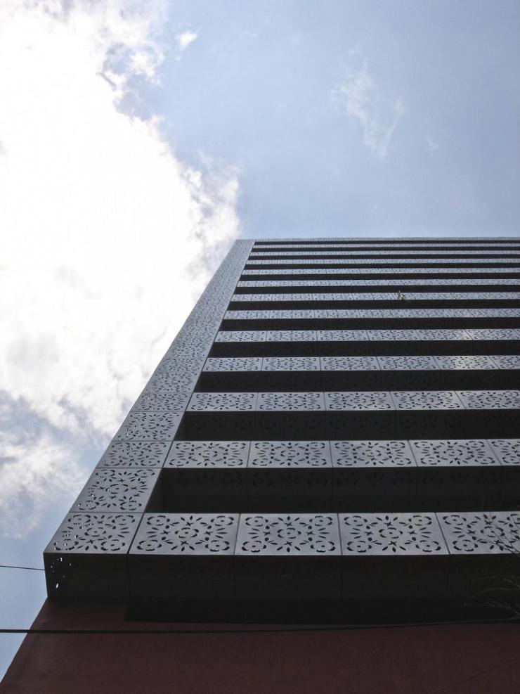 """""""El proyecto consistió en la remodelación de un edificio de oficinas construido en 1981, para ser convertido en un edificio habitacional con 23 departamentos.""""  Edificio Liverpool, México Foto 33"""