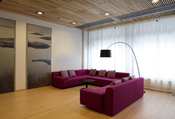 """""""La empresa valenciana Viccarbe. Uno de sus más recientes proyectos ha sido el espacio de descanso en las oficinas de Microsoft en Finlandia."""" Viccarbe, Oficinas de Microsoft Foto 420"""