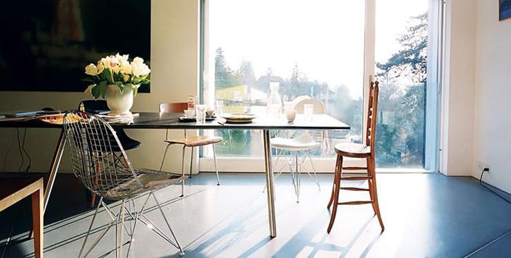 """""""La A-Table es uno de los muebles de líneas puras que llevaron a Maarten Van Severen a la fama y que se convirtieron en su distintivo.""""  A-Table Foto 114"""
