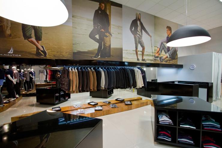 """""""La tienda de ropa Loja Mazzo está dirigida a un público masculino, y ha surgido a partir de todos sus conceptos. Un proyecto al encargo de Studio Buzetti + Arquitetura.""""  Loja Mazzo Foto 5"""