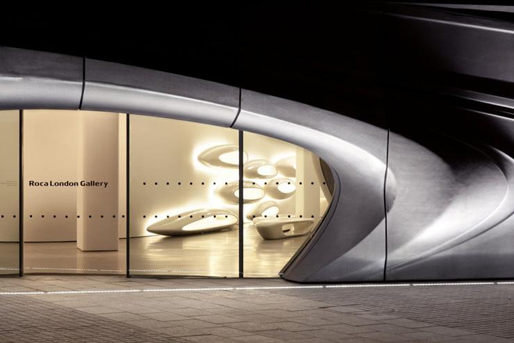 """""""Zaha Hadid Architects y Roca London Gallery se unen para consolidar una galería que se erige como referente del interiorismo.""""  Roca London Gallery Quente 1"""