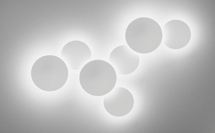 """""""Malabarismo lumínico creado por el diseñador Jordi Vilardell."""" Puck Wall Art, lo nuevo de Vibia 11"""