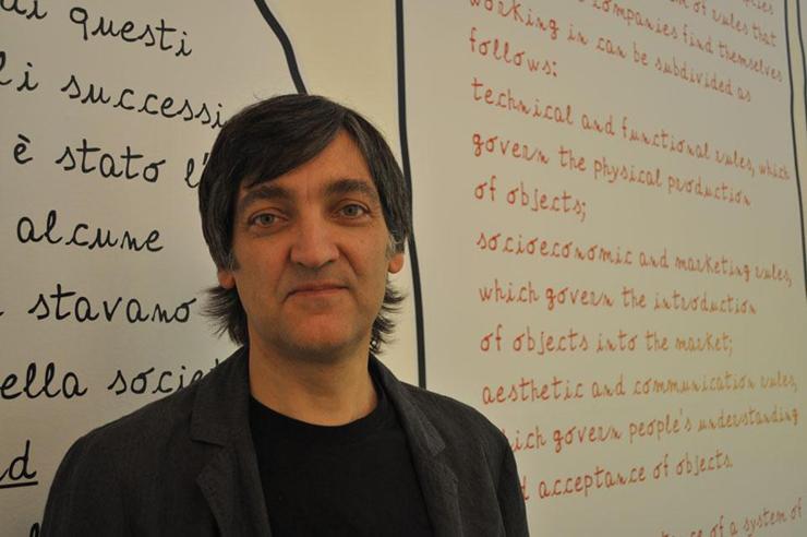 """""""Simple, original y con una visión rupturista, el creativo español Martí Guixé se dedica a solucionar problemas de la vida moderna, dando forma y estilo a los objetos cotidianos.""""  Martí Guixé, la emoción del diseño 2"""