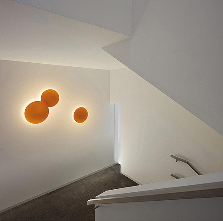 """""""Malabarismo lumínico creado por el diseñador Jordi Vilardell."""" Puck Wall Art, lo nuevo de Vibia 21"""