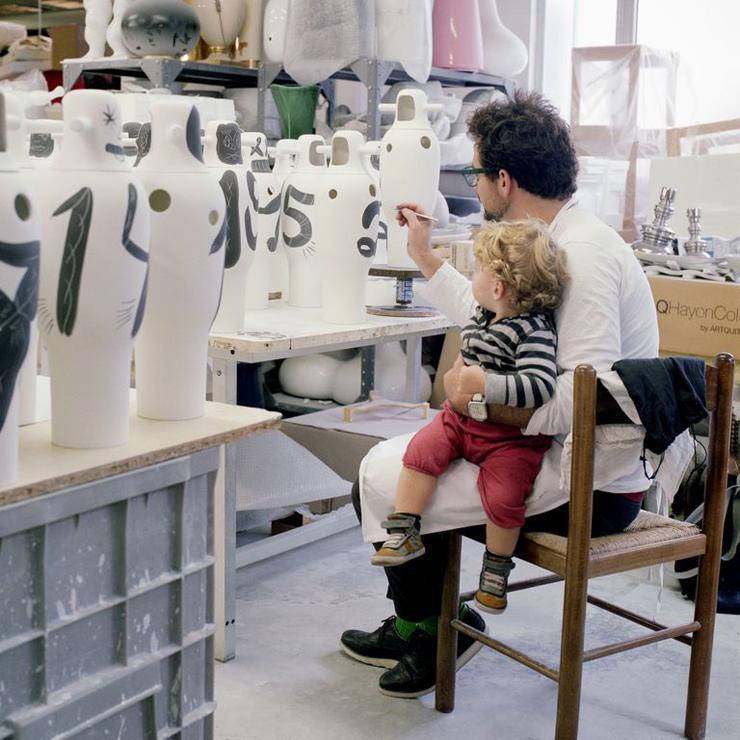 """""""BD pone a la venta una colección limitada de jarrones pintados a mano por Jaime Hayon para celebrar su 40 aniversario."""" La colección Showtime de Jaime Hayón Foto 16"""
