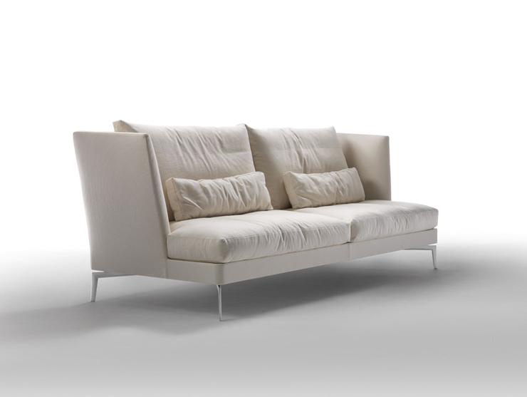 """""""Feel Good de Flexform es una colección de sofás, chaise longue y ottomanes con la estructura de metal recubierta de piel y el cojín del asiento en poliuretano y Dacron."""" Feel Good de Flexform Foto 25"""