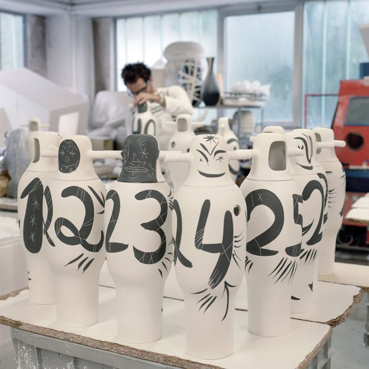 """""""BD pone a la venta una colección limitada de jarrones pintados a mano por Jaime Hayon para celebrar su 40 aniversario."""" La colección Showtime de Jaime Hayón Foto 42"""