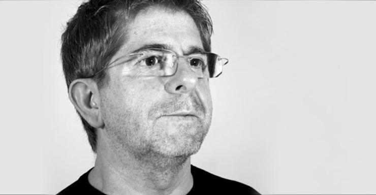 """""""Estudió diseño en la """"Torres Peris"""" escuela de artes aplicadas en Valencia. Ha ganado el Primer Premio de diseño Industrial, Comunidad de Murcia, Premio 1999. """"  Entrevista con Antonio Saturnino antonio saturnino"""