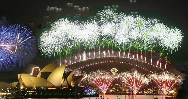 """""""La Nochevieja se aprovecha cada vez más para viajar y celebrar las fiestas fuera de casa. Aquí recomendamos los top 10 destinos para celebrar el fin de año y tener una experiencia recomendable."""" destinos para Nochevieja Top 10 destinos para Nochevieja reveillonsidney"""