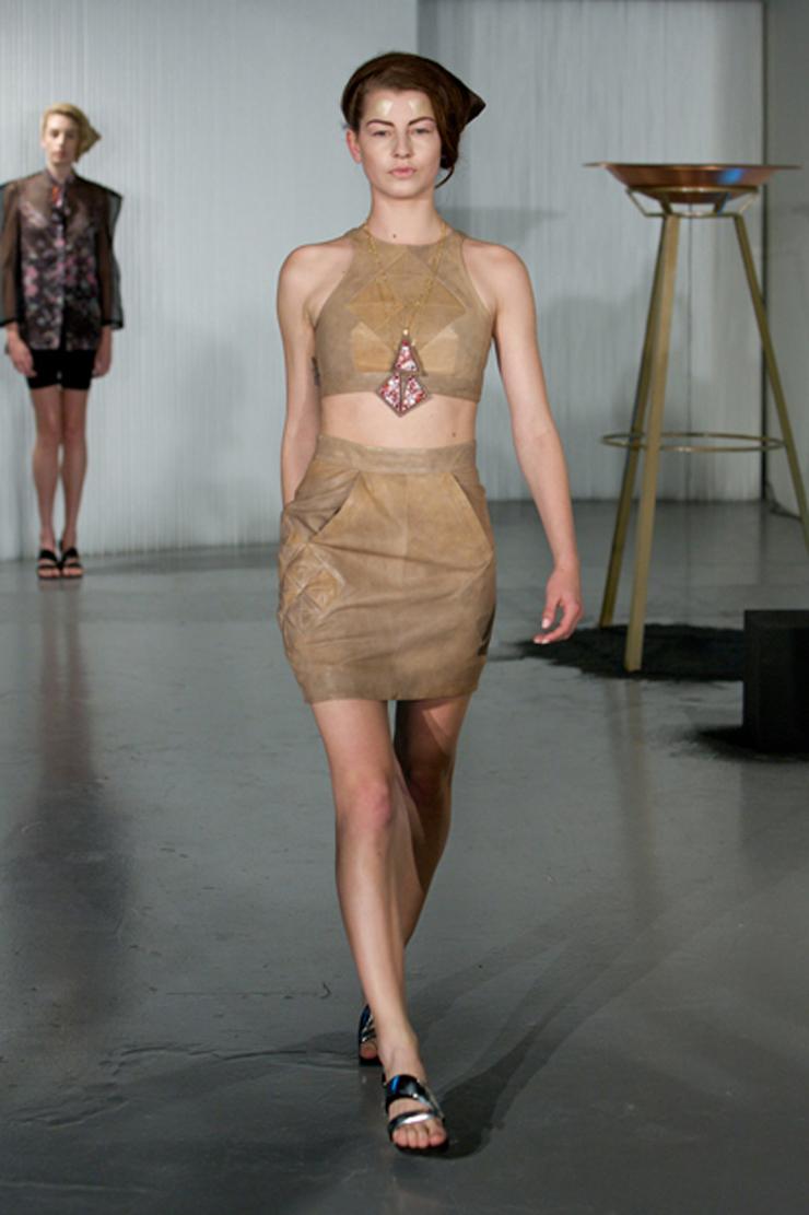 """""""Sus eco diseños son coloridos, futuristas y completamente trendy. La moda eco de Ada Zanditon está creada a partir de tejidos orgánicos y naturales.""""  Ada Zanditon, Eco Moda Visionaria 004"""
