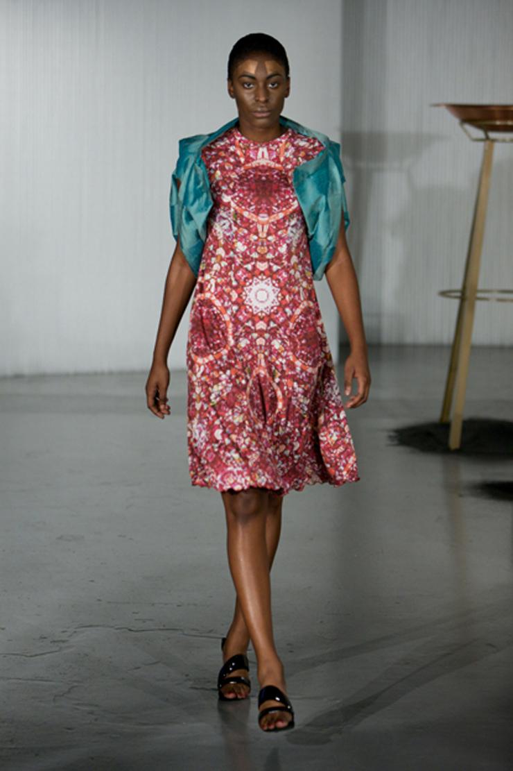 """""""Sus eco diseños son coloridos, futuristas y completamente trendy. La moda eco de Ada Zanditon está creada a partir de tejidos orgánicos y naturales.""""  Ada Zanditon, Eco Moda Visionaria 005"""