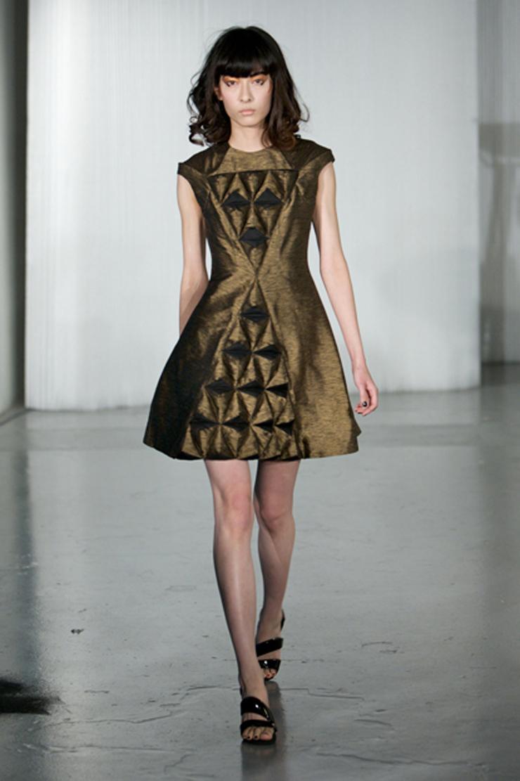 """""""Sus eco diseños son coloridos, futuristas y completamente trendy. La moda eco de Ada Zanditon está creada a partir de tejidos orgánicos y naturales.""""  Ada Zanditon, Eco Moda Visionaria 020"""