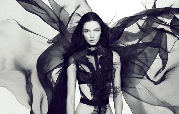 """""""Givenchy ha presentado """"Dahlia Noir"""", la primera fragancia de la casa creada bajo la batuta de Riccardo Tisci.""""  Dahlia Noir de Givenchy 135904810101 extras albumes 0"""