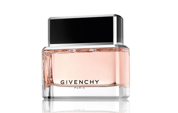 """""""Givenchy ha presentado """"Dahlia Noir"""", la primera fragancia de la casa creada bajo la batuta de Riccardo Tisci.""""  Dahlia Noir de Givenchy 135904810102 extras albumes 0"""
