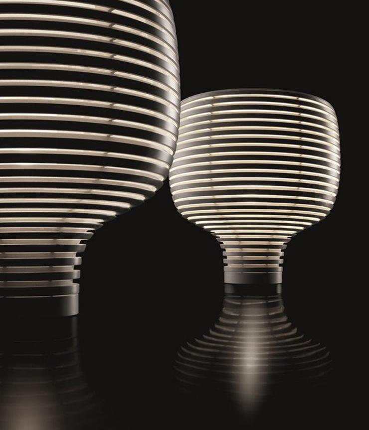 """""""Werner Aisslinger ha tomado inspiración de las colmenas para crear una lámpara de formas puras que rápidamente se ha convertido en un clásico de Foscarini, Behive, y que se presenta ahora en dos versiones, de mesa y de suspensión.""""  Behive de Foscarini Behive 4"""