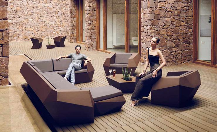 """""""La colección Faz es una colección de sofá modular y maceteros diseñados por el genial arquitecto Ramón Esteve para Vondom."""" La familia Faz La familia Faz de Vondom Faz 2"""