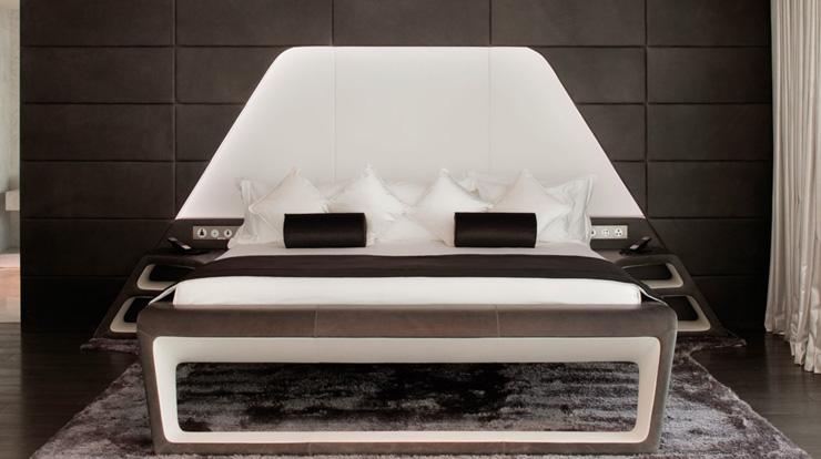 """""""Dhabi, fue diseñado para incorporar una estética asociada con las altas velocidades y el espectáculo por el estudio de Nueva York, Asymptote Architecture.""""  Hotel Yas Viceroy Abu Dhabi YasViceroII"""