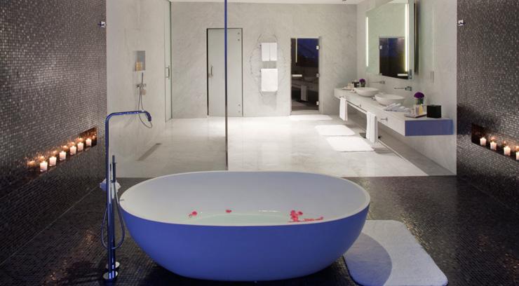 """""""Dhabi, fue diseñado para incorporar una estética asociada con las altas velocidades y el espectáculo por el estudio de Nueva York, Asymptote Architecture.""""  Hotel Yas Viceroy Abu Dhabi YasViceroIV"""