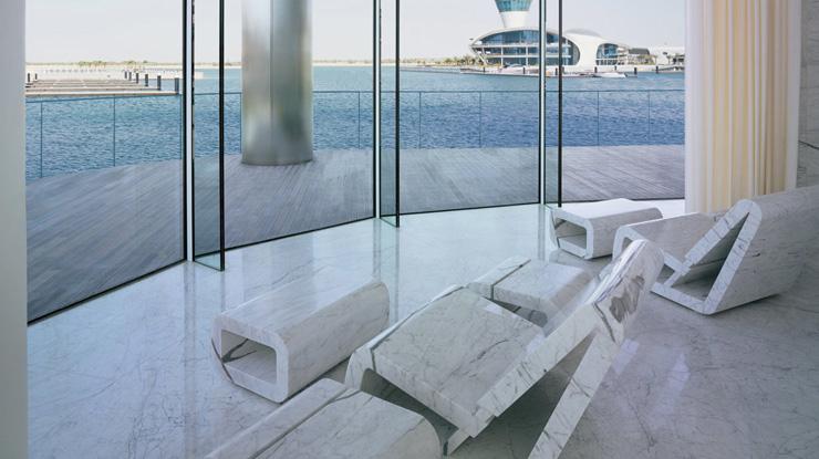 """""""Dhabi, fue diseñado para incorporar una estética asociada con las altas velocidades y el espectáculo por el estudio de Nueva York, Asymptote Architecture.""""  Hotel Yas Viceroy Abu Dhabi YasViceroVIII"""