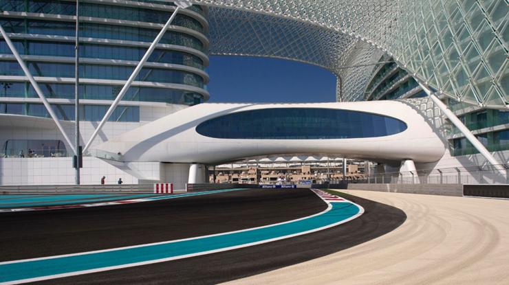 """""""Dhabi, fue diseñado para incorporar una estética asociada con las altas velocidades y el espectáculo por el estudio de Nueva York, Asymptote Architecture.""""  Hotel Yas Viceroy Abu Dhabi YasViceroXII"""