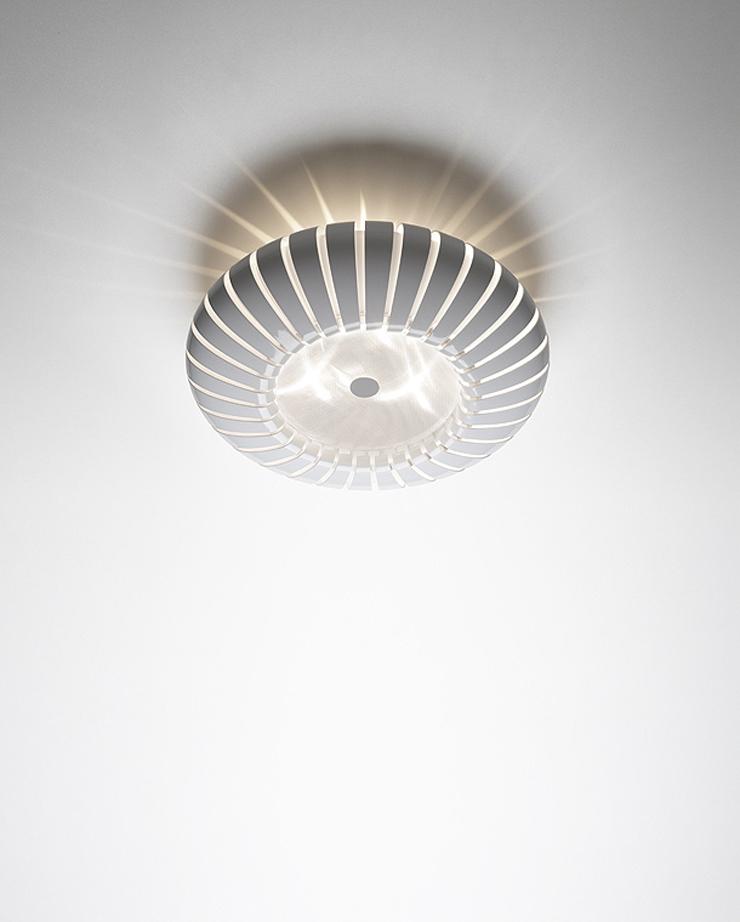 """""""Maranga, la nueva luminaria de Christophe Mathieu para Marset. Se presenta en dos medidas para su versión de plafón, suspensión, pie y sobremesa. Disponible en blanco, arena y gris."""" Maranga, lámpara de Christophe Mathieu Maranga de Christophe Mathieu para Marset 12"""