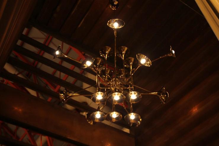 """¿No os parece espectacular? Me he enamorado directamente de esta maravillosa lámpara de techo, un diseño de auténtico lujo.""  Botti, instrumentos de viento botti 1 e1348482633271"