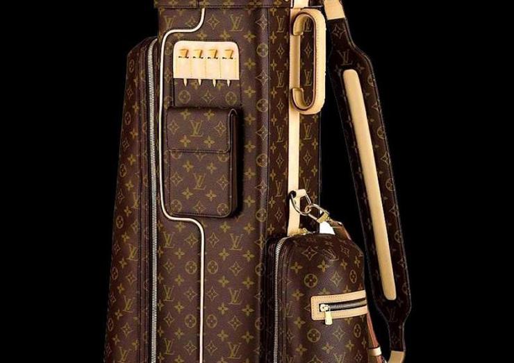 """Louis Vuitton redimensiona la icónica bolsa de golf con su inconfundible sello.""  Bolsa de Golf de Louis Vuitton foto big 3783"
