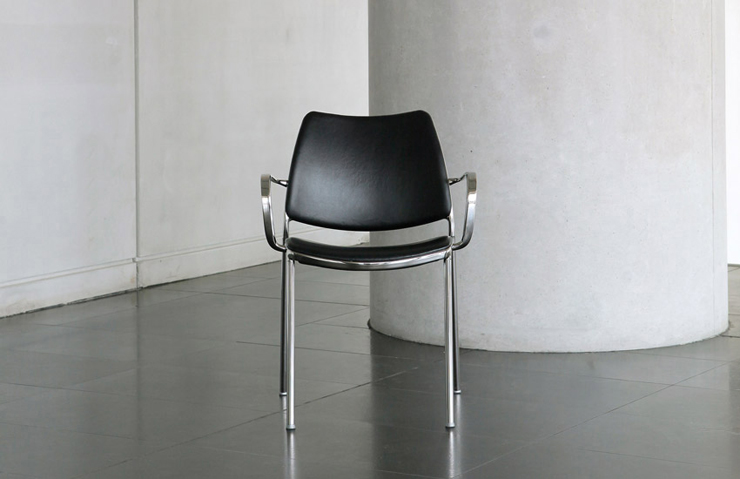 """Jesús Gasca rediseña el modelo incorporando una base giratoria.""  Stua reinterpreta su silla Gas stua gas design armchair 05"