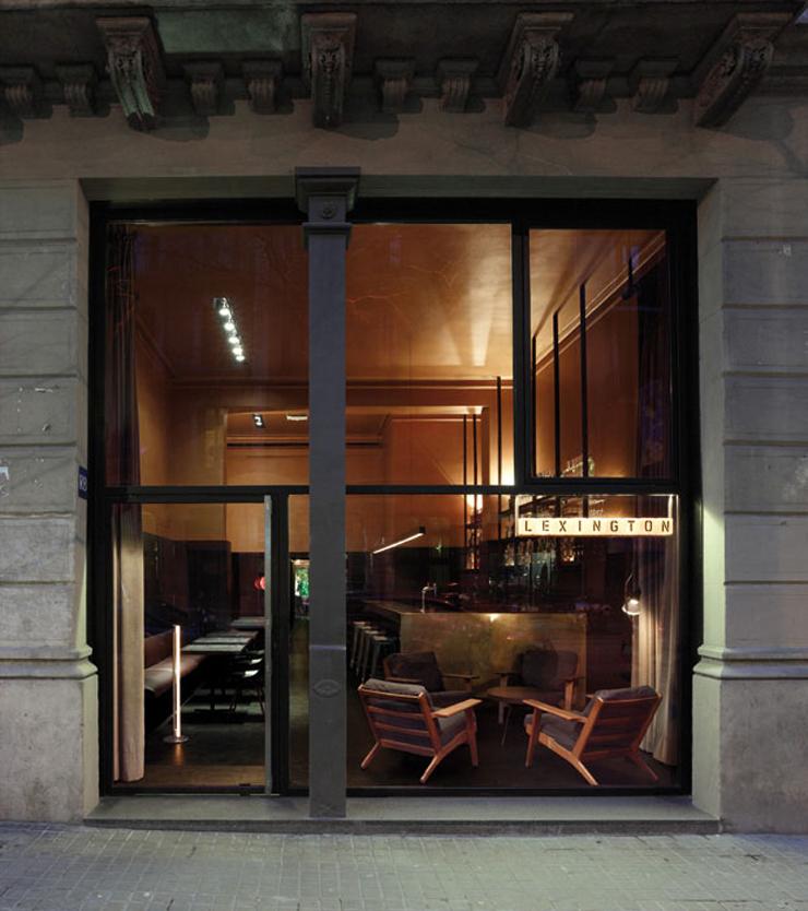 """""""Cafetería de barrio, con pastas y bocadillos durante el día y bar de copas cuando llega la noche, el Lexington posee el aire atemporal de los modernos clásicos.""""  Café Lexington 193801"""